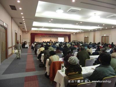 埼玉県小川町の金子美登さんの講演から始まった今回の大会。夜の懇親会まで熱気が溢れておりました。<br /> また、比較的若手が多く、鹿児島の農業層の厚みを思い知った大会でもありました。